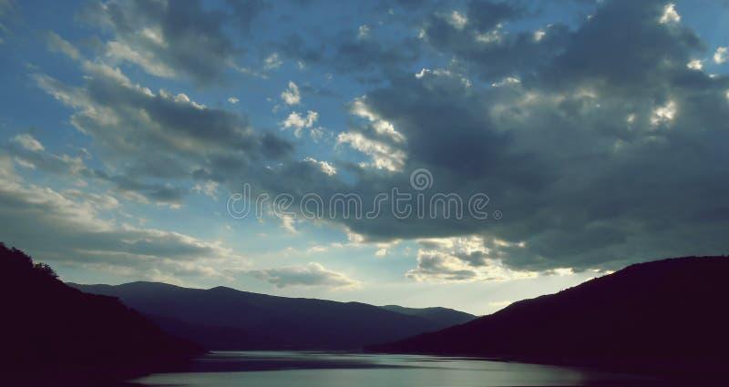 de avond bij de UZ-dam royalty-vrije stock foto's