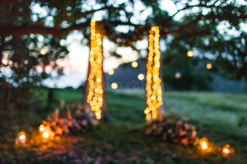 De avond van buitenpartij troebele lichten achtergrond stock afbeelding