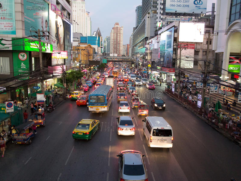 De avondverkeer van Bangkok stock afbeelding