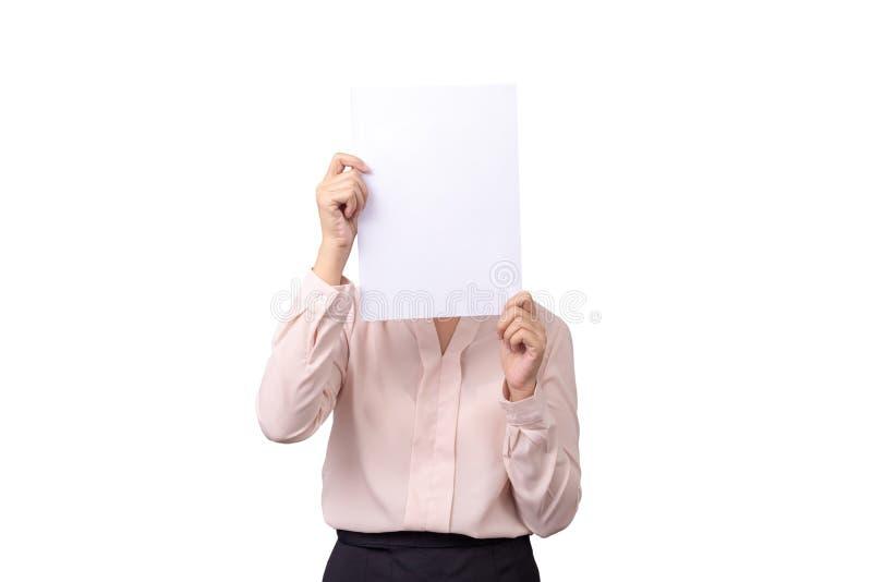 De Aziatische bedrijfsvrouw behandelt haar gezicht met leeg leeg Witboek voor huidenemotie op witte achtergrond met het knippen v royalty-vrije stock foto