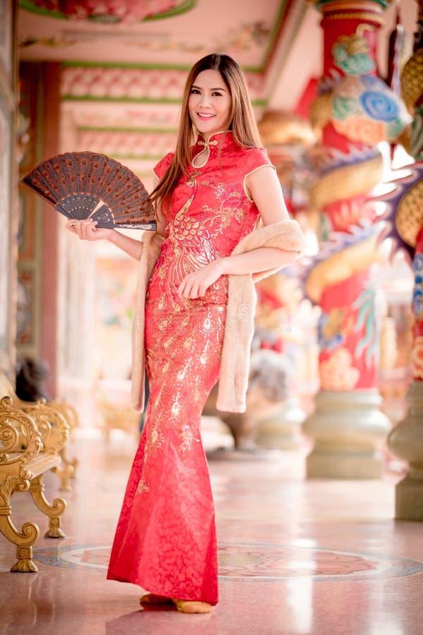 De Aziatische Chinese vrouw in Traditionele Chinees royalty-vrije stock foto's