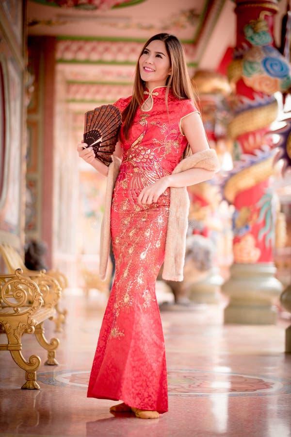 De Aziatische Chinese vrouw in Traditionele Chinees stock foto