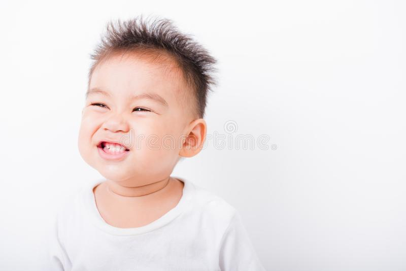 De Aziatische jongens van het portret gelukkige kind 1 jaar 6 maanden glimlach stock foto's