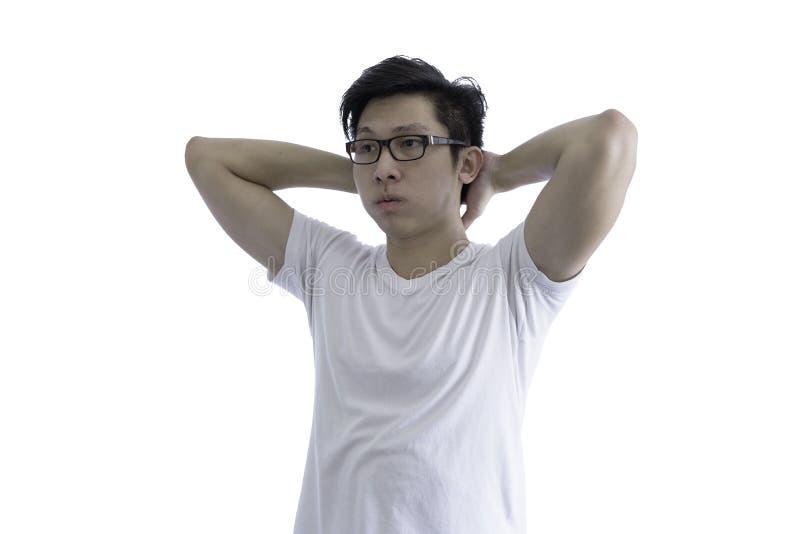 De Aziatische knappe mens met wit overhemd en oranje oogglazen heeft AR stock fotografie