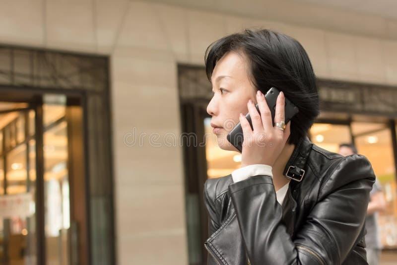 Aziatische rijpe vrouw royalty-vrije stock fotografie