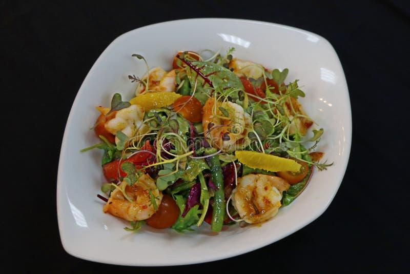 De Aziatische salade van stijlgarnalen met citrusvruchten en sla royalty-vrije stock fotografie