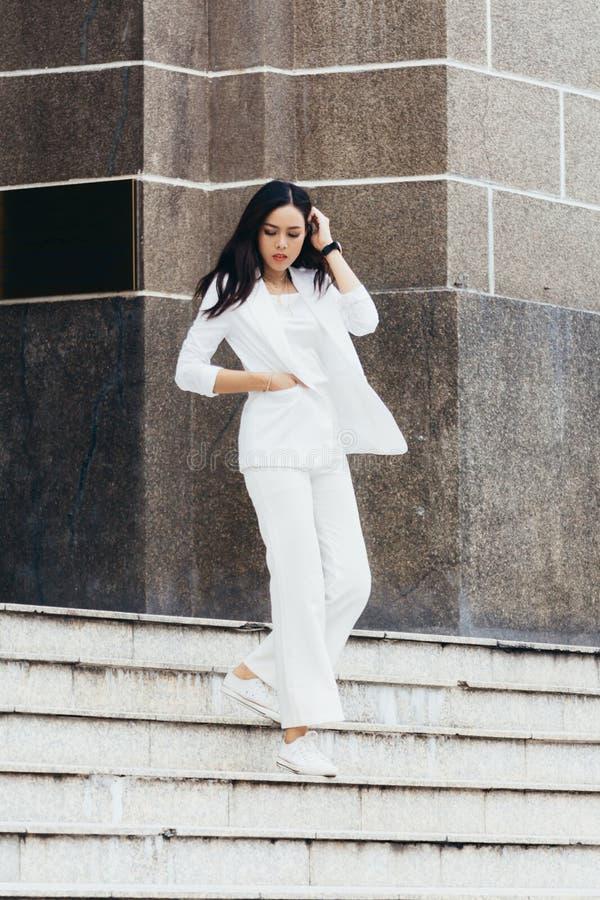 De Aziatische vrouwen zijn mooie onderneemster royalty-vrije stock afbeeldingen