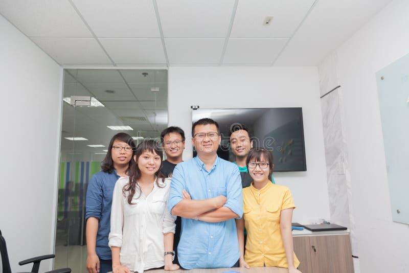 De Aziatische werkgever van de het teamleider van de bedrijfsmensengroep stock foto