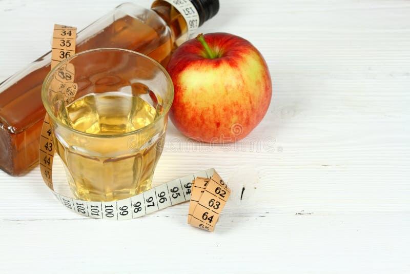 De azijn en de appelen van Apple royalty-vrije stock afbeeldingen
