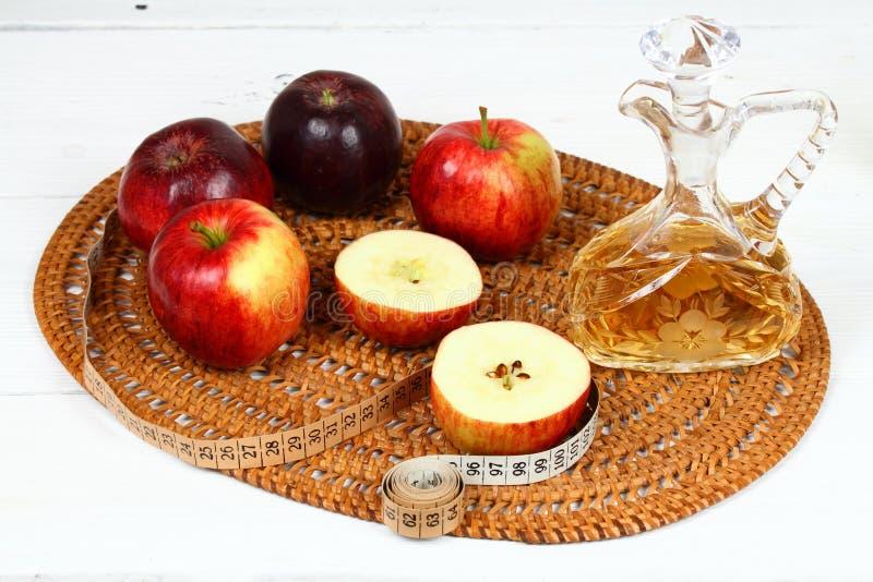 De azijn en de appelen van Apple stock afbeelding