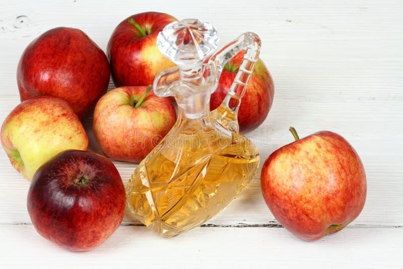 De azijn en de appelen van Apple stock foto