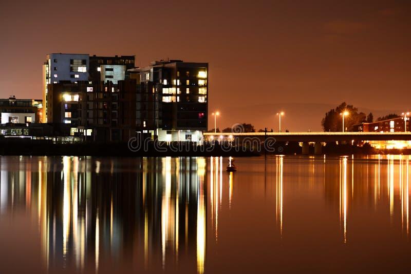 De Baai van Cardiff bij nacht royalty-vrije stock fotografie