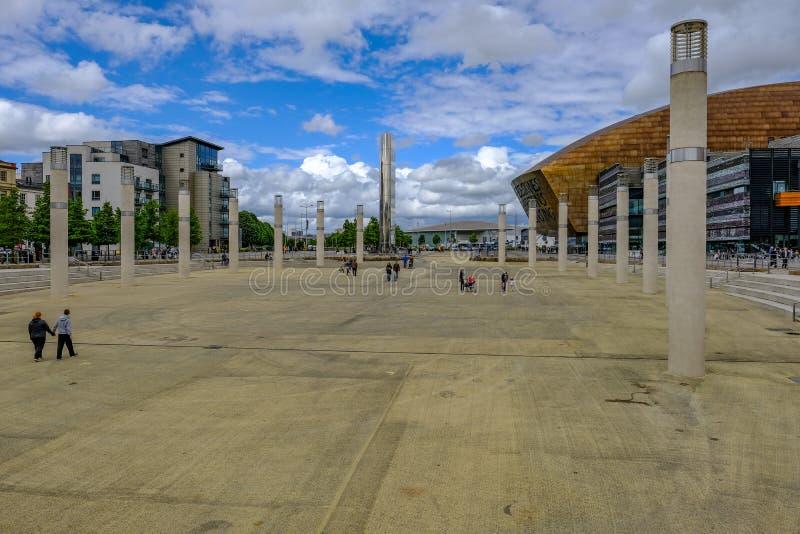 De Baai van Cardiff, Cardiff, Wales - Mei 20, 2017: Bu van het millenniumcentrum stock fotografie