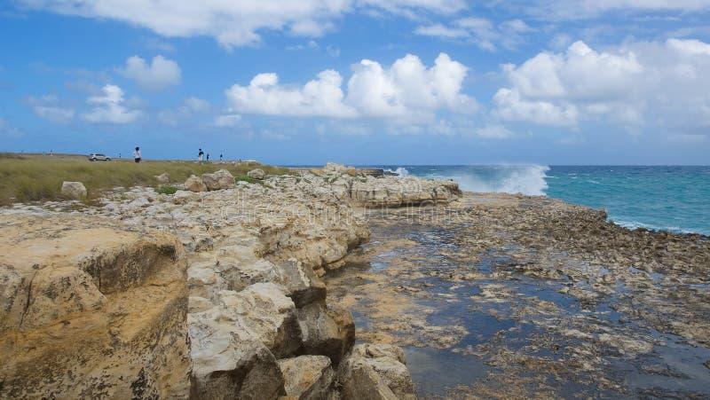 De baai van de duivels` s Brug - Caraïbische overzees - Antigua en Barbuda stock afbeeldingen