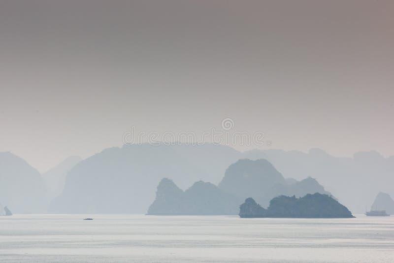De Baai van Halong, Noordelijk Vietnam stock foto