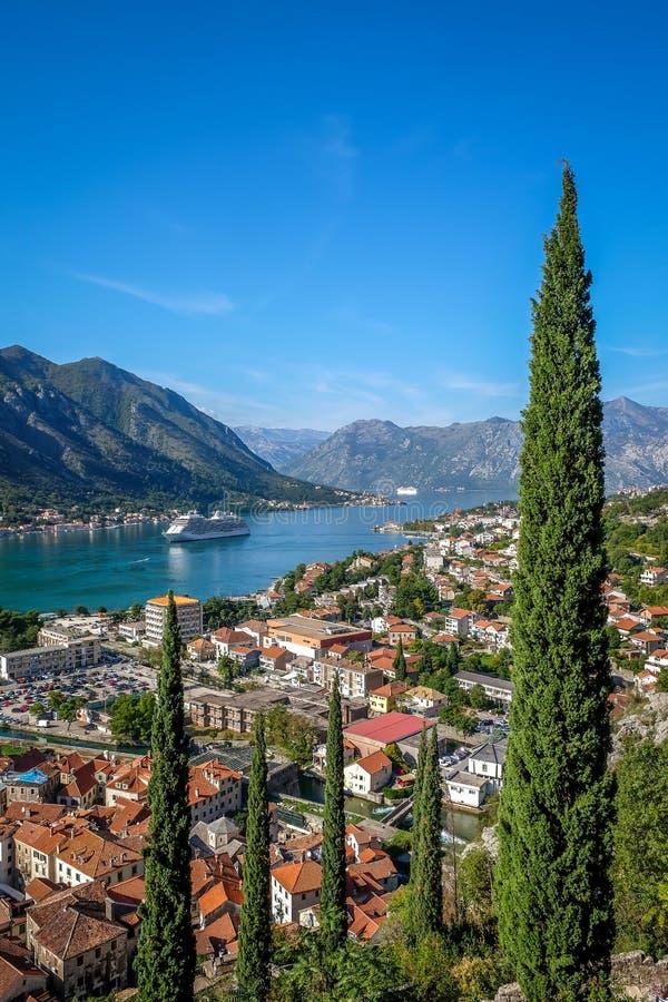 De baai van Kotor stock afbeeldingen