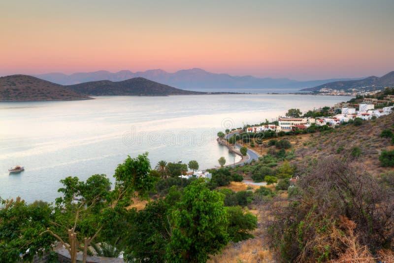 De baai van mirabello op kreta bij zonsopgang royalty vrije stock afbeeldingen afbeelding - Planter uitzicht op de baai ...
