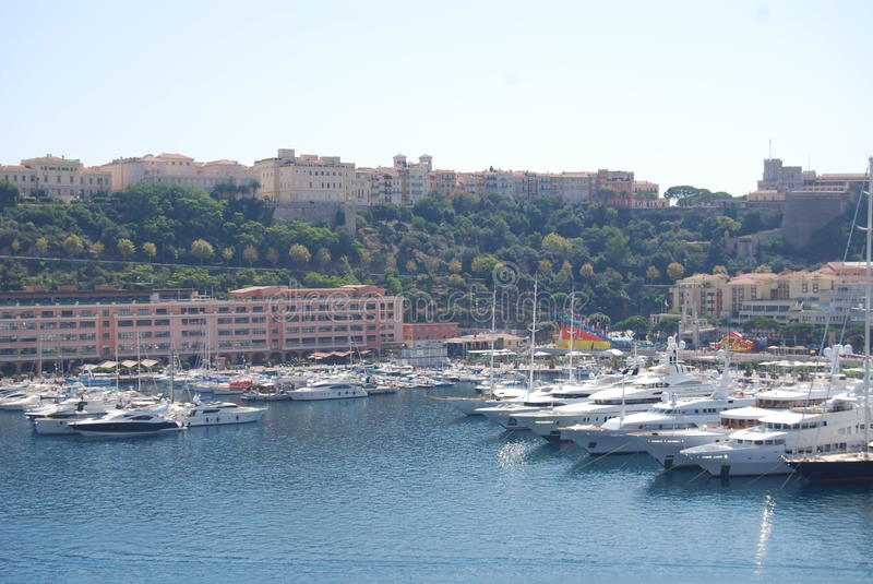 De Baai van Monaco, Monte Carlo, jachthaven, haven, dok, voertuig stock foto's