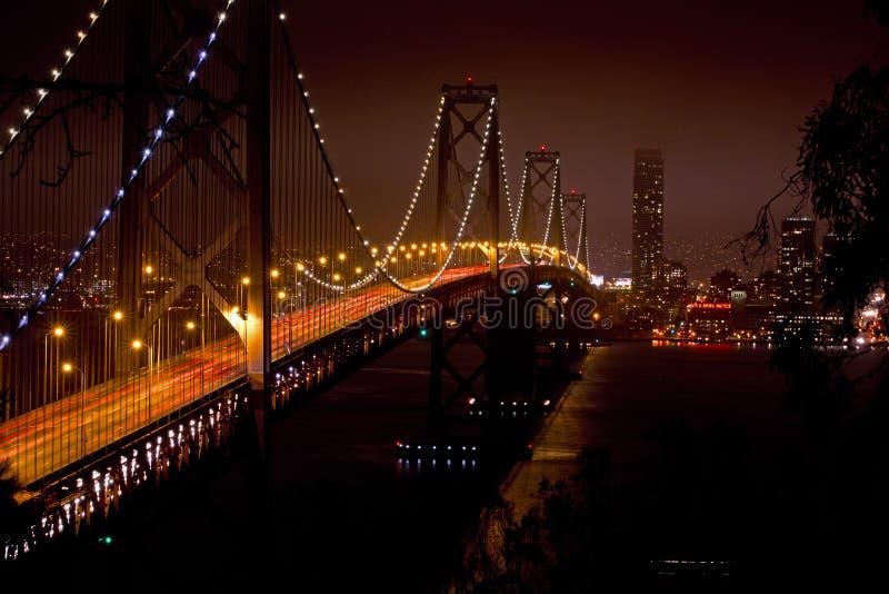 De Baai van Oakland in San Francisco bij Nacht stock afbeeldingen