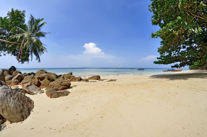 De baai van Phaknam in Koh Phi Phi Don stock foto