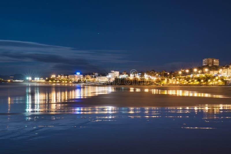 De baai van Santander bij nacht, Cantabrië, Spanje royalty-vrije stock foto's