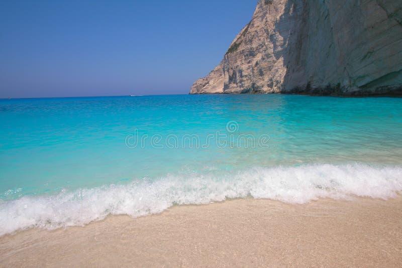 De Baai van Zakynthos Navagio - diep blauw waterstrand - Griekenland stock foto
