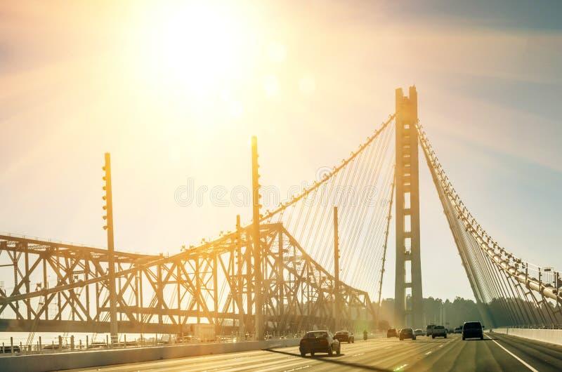 De Baaibrug van Oakland in San Francisco vóór Zonsondergang stock afbeelding
