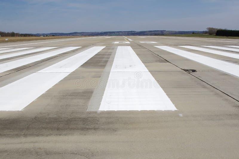 De baan van de luchthaven stock afbeeldingen