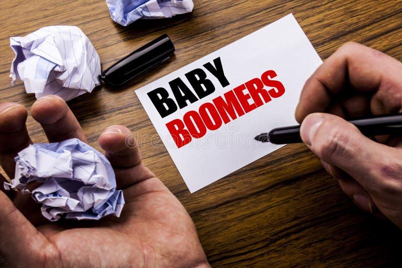 De Baby Boomers van de handschrifttekst Concept voor Demografische die Generatie op het document van de notitieboekjenota op de h royalty-vrije stock foto