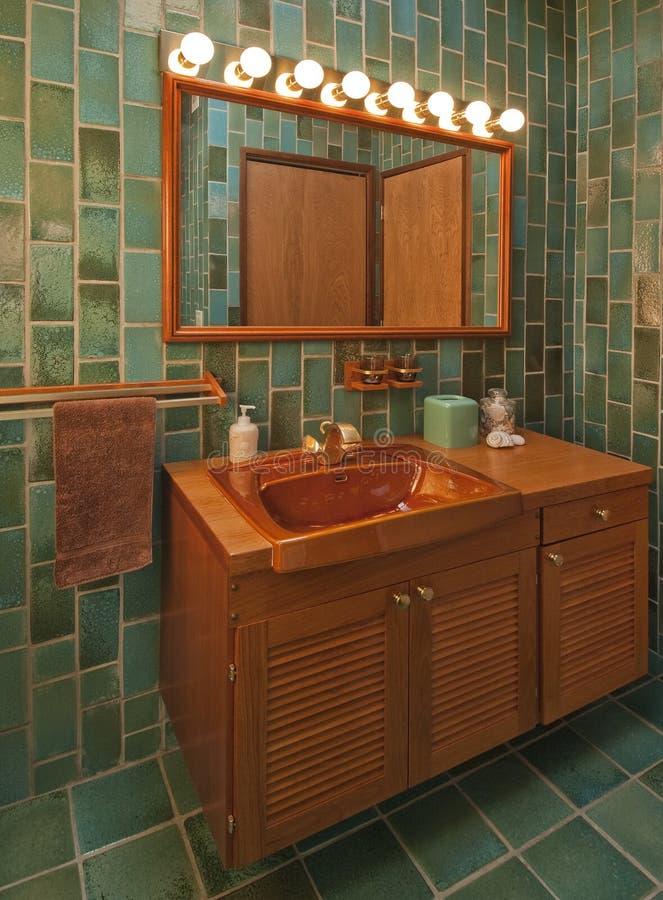 De badkamers van de teak in groen stock fotografie