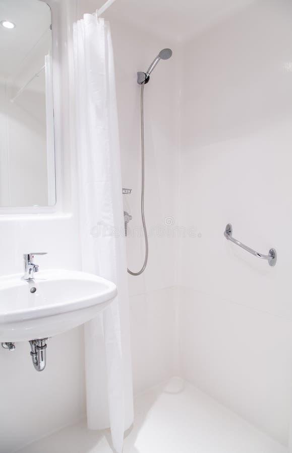 De badkamers van het ziekenhuis stock foto