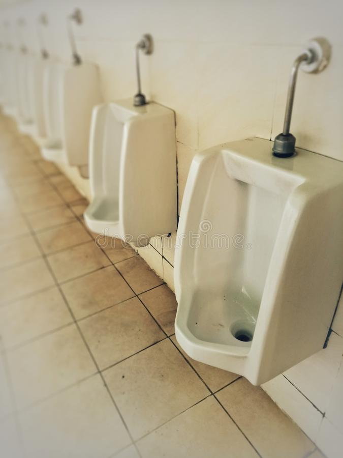 De badkamers is vuil royalty-vrije stock afbeelding