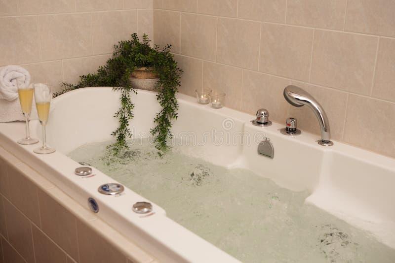 De badkuip van de luxe stock fotografie