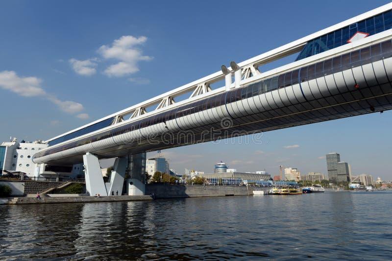 ` De Bagration del ` del puente comercial y peatonal en el ` de centro financiero y de la oficina del ` de la Moscú-ciudad fotos de archivo libres de regalías