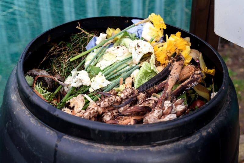 De bak van het tuincompost stock fotografie