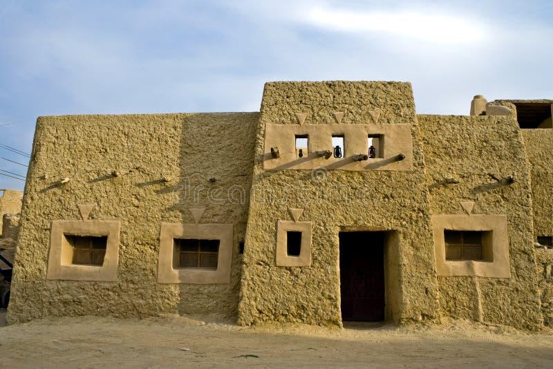 De baksteenhuis van de modder stock foto's