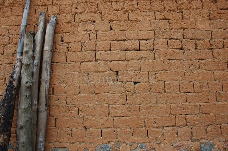 De bakstenen muur van de modder die in China wordt gevonden stock foto's