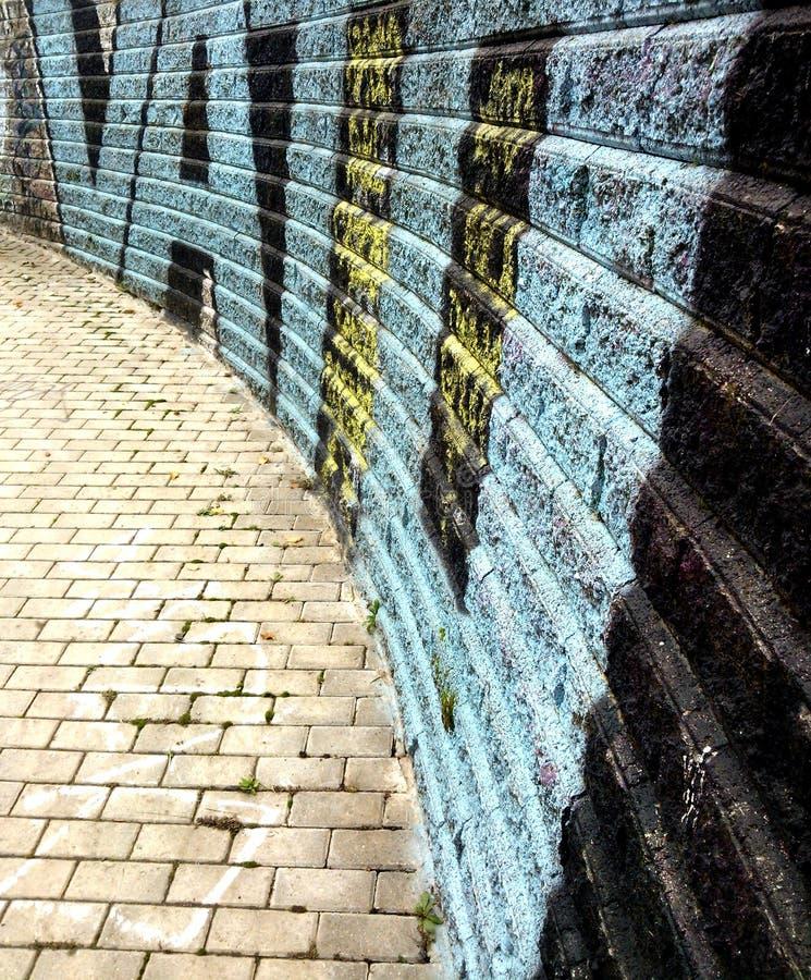 De bakstenen muur van Graffiti