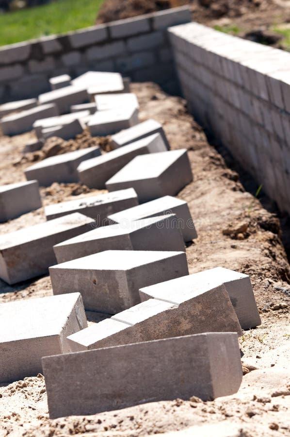 De Bakstenen van het Cement van de Muur van de stichting royalty-vrije stock afbeelding
