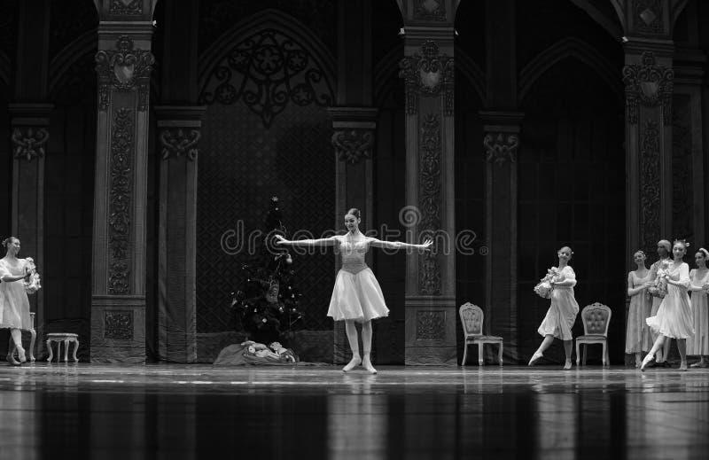 De bal vóór het begin van de Clara-Balletnotekraker royalty-vrije stock foto