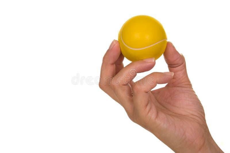 De bal van het de holdingstennis van de hand stock fotografie