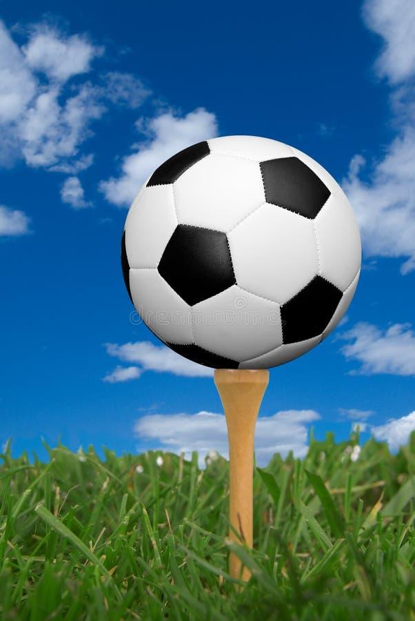 De bal van het voetbal op golfT-stuk stock afbeelding