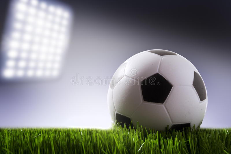 De bal van het voetbal op het gebied van stadion royalty-vrije stock foto's