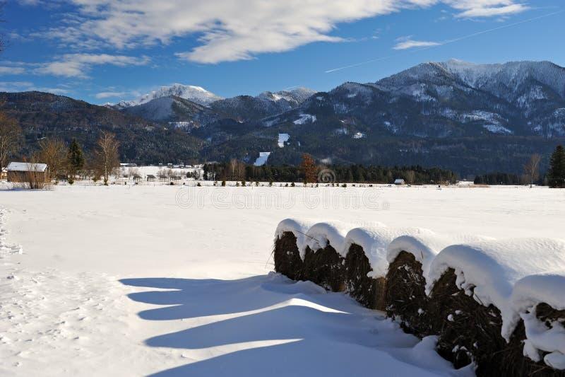 De balen van het stro in Hoger Beieren royalty-vrije stock fotografie