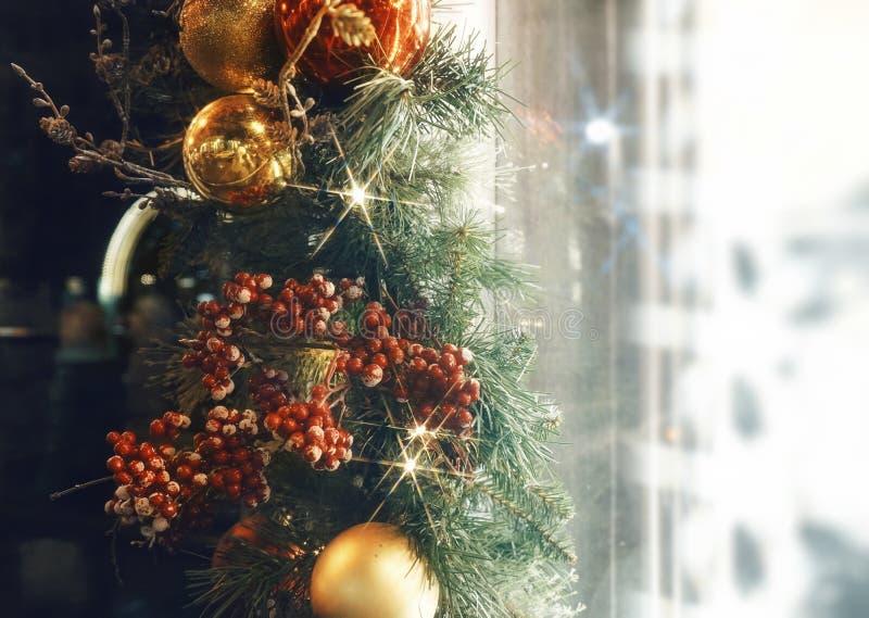 de ballen schitteren glanzen licht geweven close-upshowcase het winkelen venster royalty-vrije stock foto