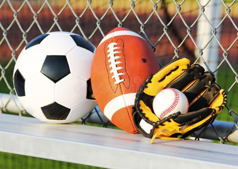 De ballen van de sport Voetbalbal, Amerikaans voetbal en honkbal royalty-vrije stock foto's