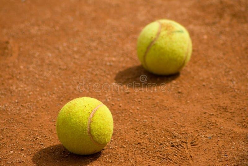 De ballen van het tennis op hof stock foto