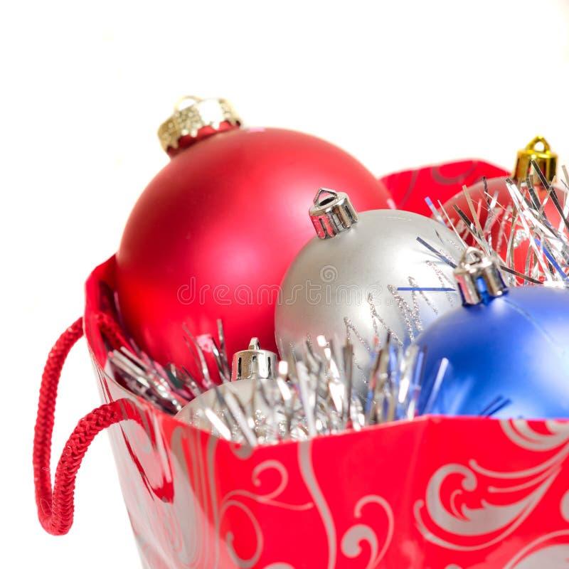 De ballen van Kerstmis in giftzak stock afbeeldingen