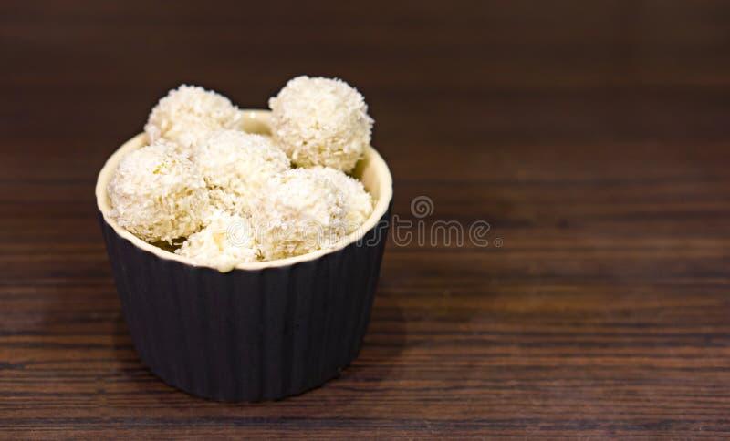 De ballen van de kokosnotenamandel stock foto
