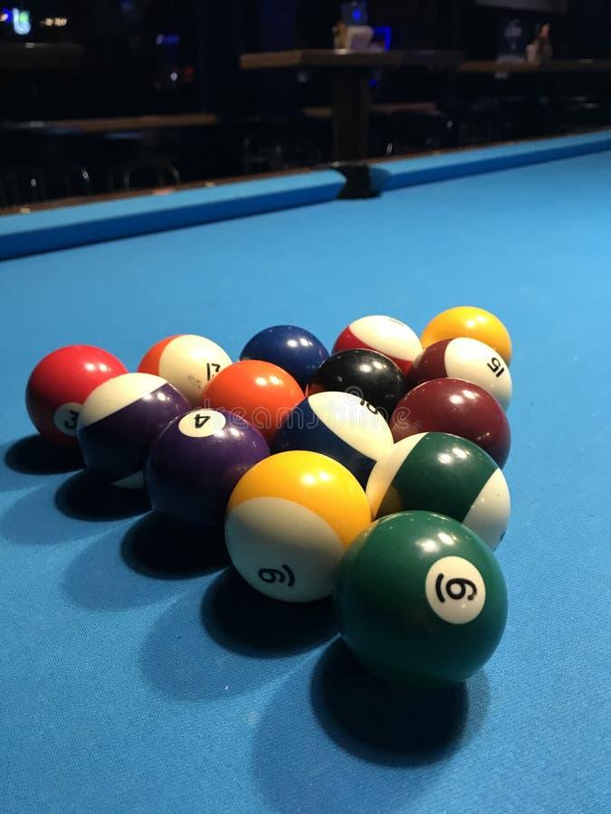 De ballen van de pool op lichtstraal royalty-vrije stock afbeeldingen